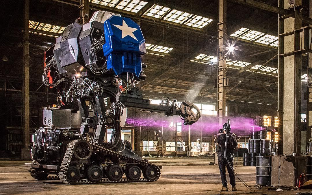 Гигантские роботы двух стран сразились в Японии