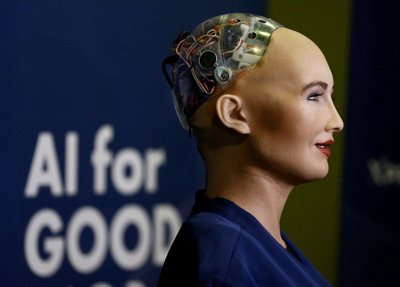 Руководитель лаборатории ИИ в Facebook раскритиковал робота Софию
