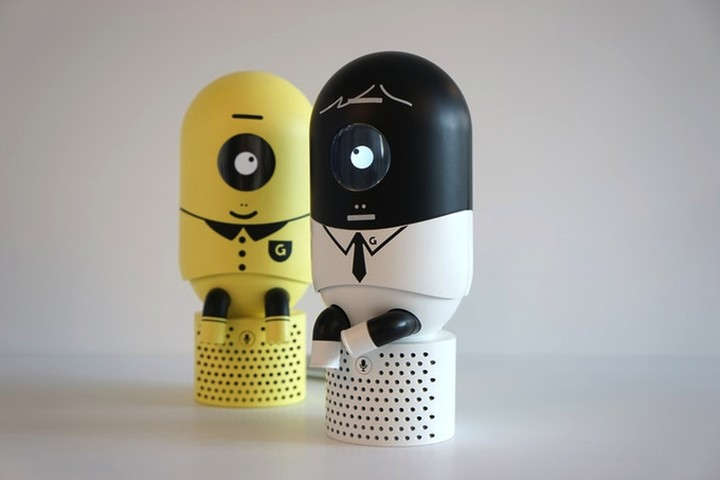Забавный робот-миньон следит за вашей осанкой