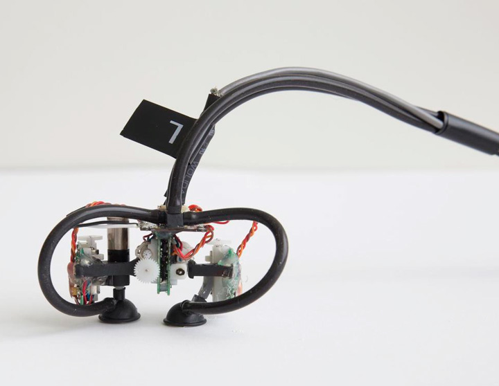 Skinbot — нательный робот с присосками