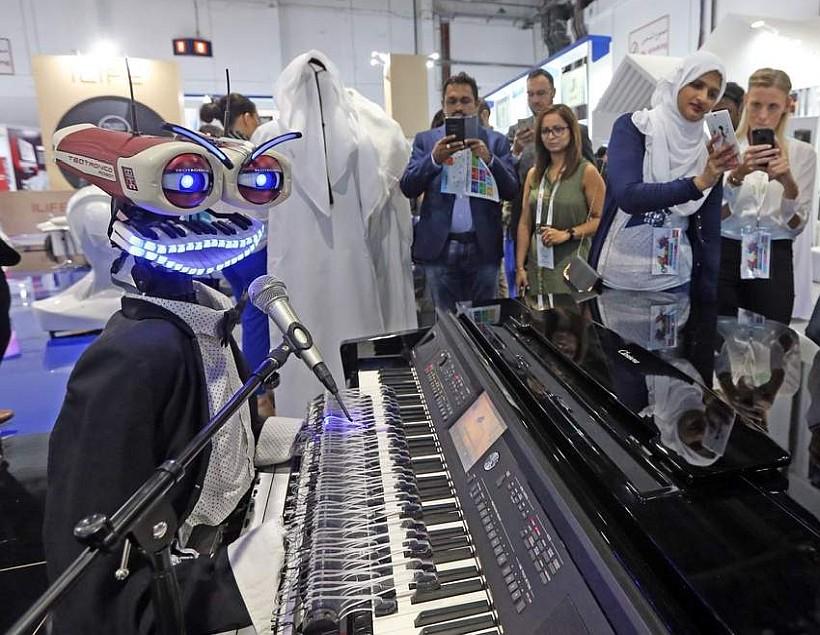 Робот-пианист на GITEX 2018