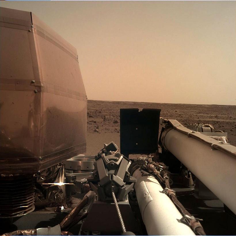 InSight достиг Марса и сделал селфи