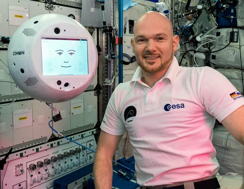 Видеозапись испытаний робота CIMON на МКС