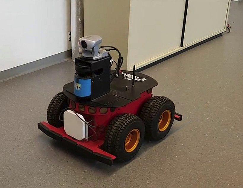 Нейросеть с 12 нейронами научили парковать игрушечный автомобиль