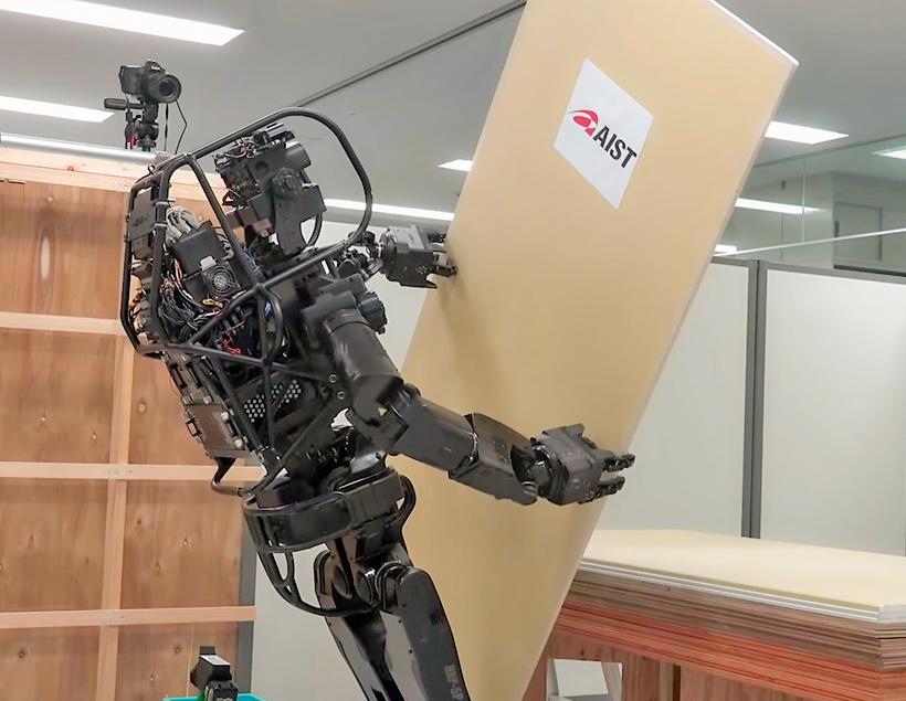 HRP-5P — японский робот на стройке