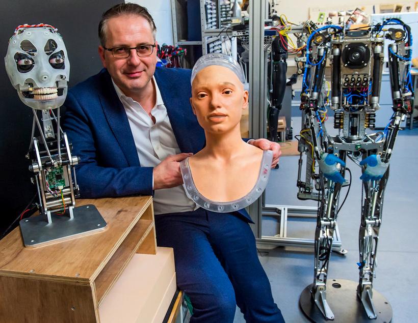Ai-Da — первый гуманоидный робот-портретист