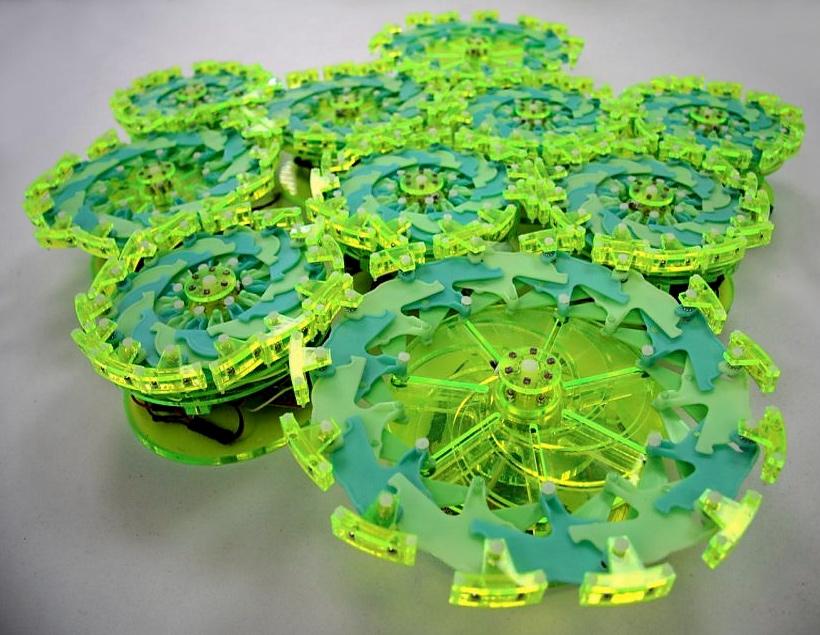 В Колумбийском университете показали рой из 25 миниботов