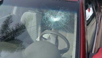 Как быть водителю, если в лобовое стекло попал камень