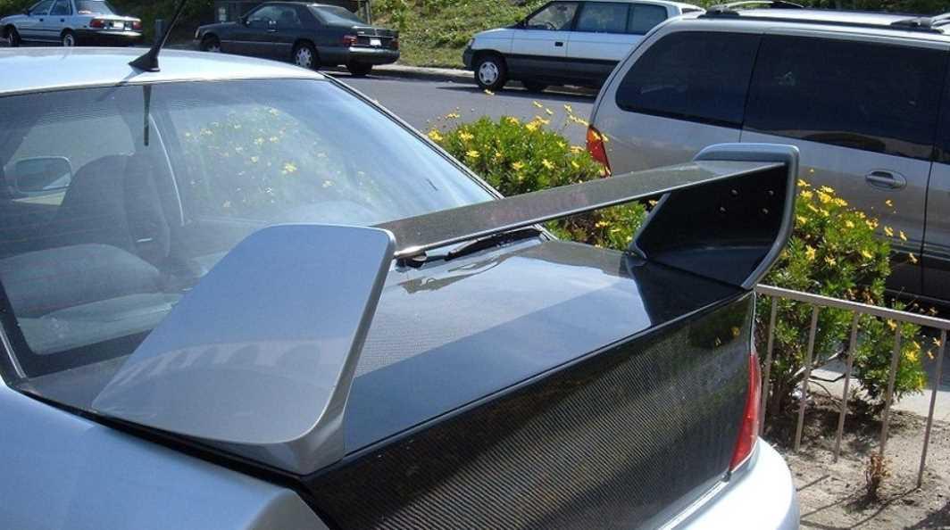 Спойлер и антикрыло: почему их путают и зачем вообще они нужны автомобилю